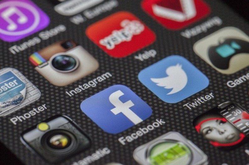 Jak poprawnie komunikować się na Facebooku?